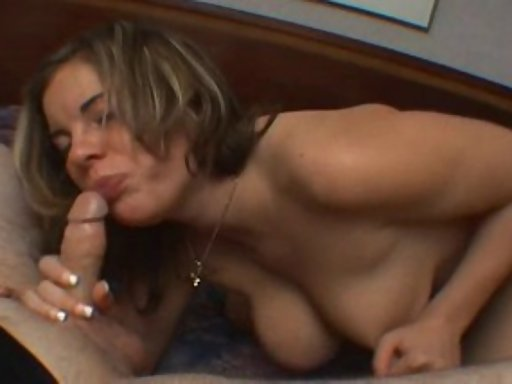 Trentenaire gorge profonde porno