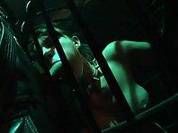 Video x Blonde suce Enfermée dans une cage