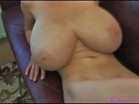 Video porno Chaudasse présente ses Gros seins