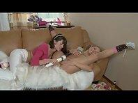 Video porno Lesbiennes 18 ans inondées de Mouille
