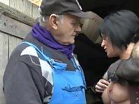 Video vieux papy baise une salope brune