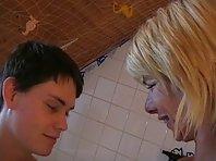 Video porno vieille baise jeune homme de 18 ans