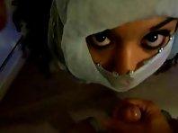 Video sexe Éjac faciale sur une Beurette voilée