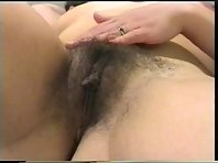 Video x d'une Brunette caresse sa Chatte poilue